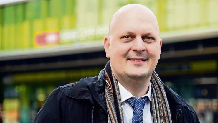 Will Neues wagen: Stadtratskandidat Michael Baumer (FDP) mag die innovative Seite Zürichs – so auch den frisch renovierten Bahnhof Oerlikon.
