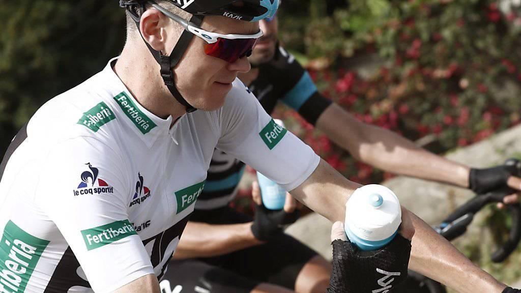 Chris Froome stärkt sich für den Schlussaufstieg