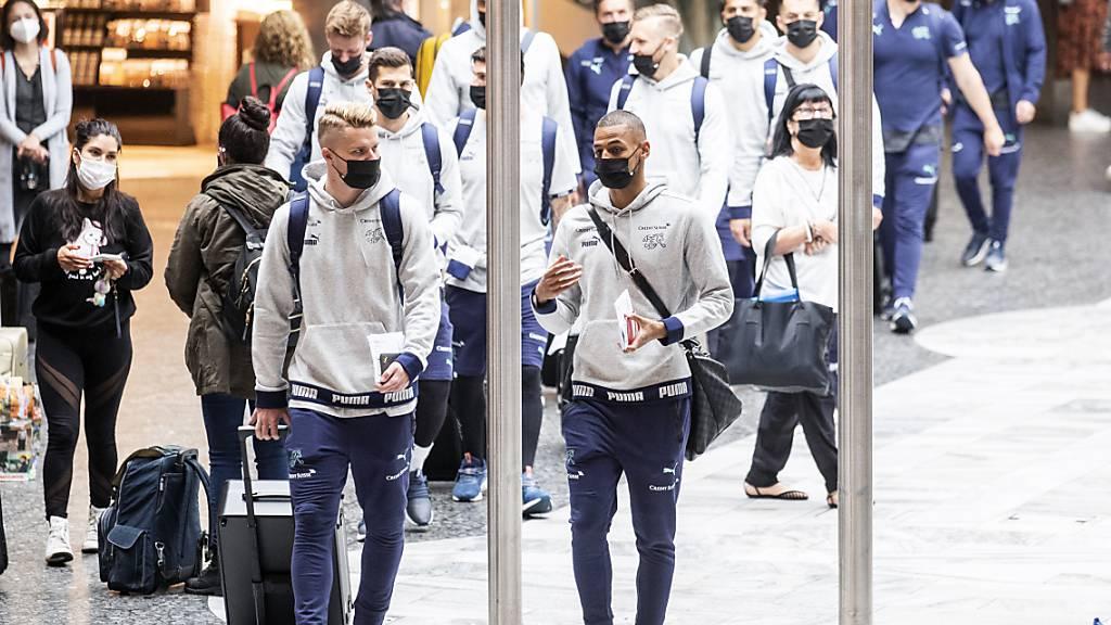 Für die Schweizer Nationalmannschaft begann mit dem Abflug nach Baku das EM-Abenteuer