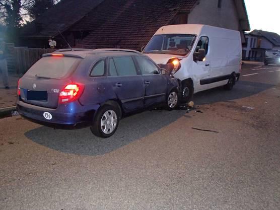 Zum Unfall kam es am Mittwochmorgen, nachdem der Skoda-Lenker auf die Gegenfahrbahn geraten war.