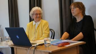 Nelly Blocher (links) mit Helene Arnet. MIt elf Jahren wurde die kleine Nelly zur Vollwaise. Weitere Schicksalsschläge folgten. Doch den Mut verlor die Dietikerin nicht.