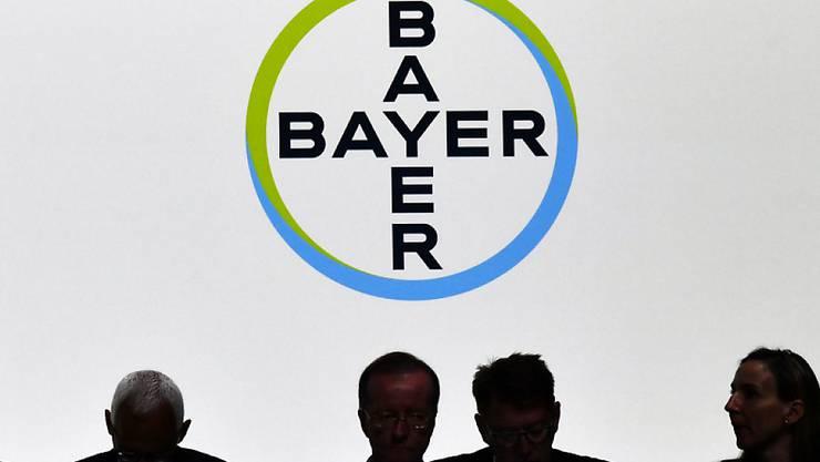Der Leverkusener Pharma- und Agrarchemiekonzern Bayer will bis Ende 2021 weltweit rund 12 000 Stellen abbauen - viele davon in Deutschland. (Archiv)