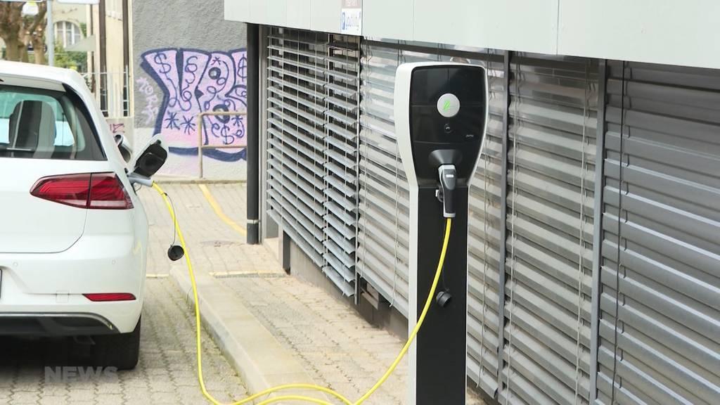 Startschwierigkeiten bei E-Mobilität: In Bern mangelt es an Ladestationen für Elektroautos