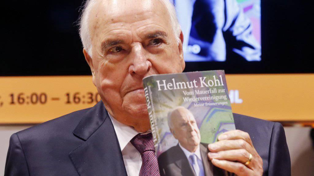 Der frühere deutsche Bundeskanzler Helmut Kohl bei der Präsentation seines Buches im Oktober 2014. (Archivbild)