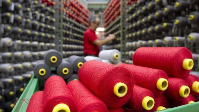 In der Textilindustrie arbeiten erstmals mehr Männer als Frauen. (Symbolbild)
