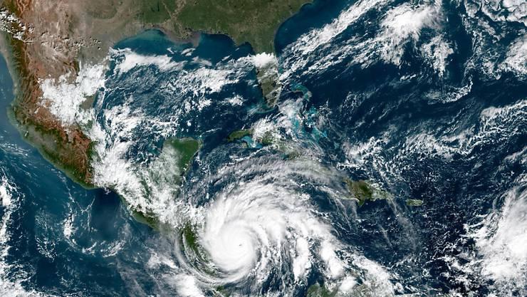 Auf diesem von der NASA zur Verfügung gestellten Bild ist Hurrikan «Iota» über Mittelamerika zu sehen. Mit anhaltenden Windgeschwindigkeiten von 260 Kilometern pro Stunde bewegte er sich am Montag auf die Küste von Honduras und Nicaragua zu, wie das Nationale Hurrikanzentrum der USA mitteilte. Foto: Nasa Earth/ZUMA Wire/dpa