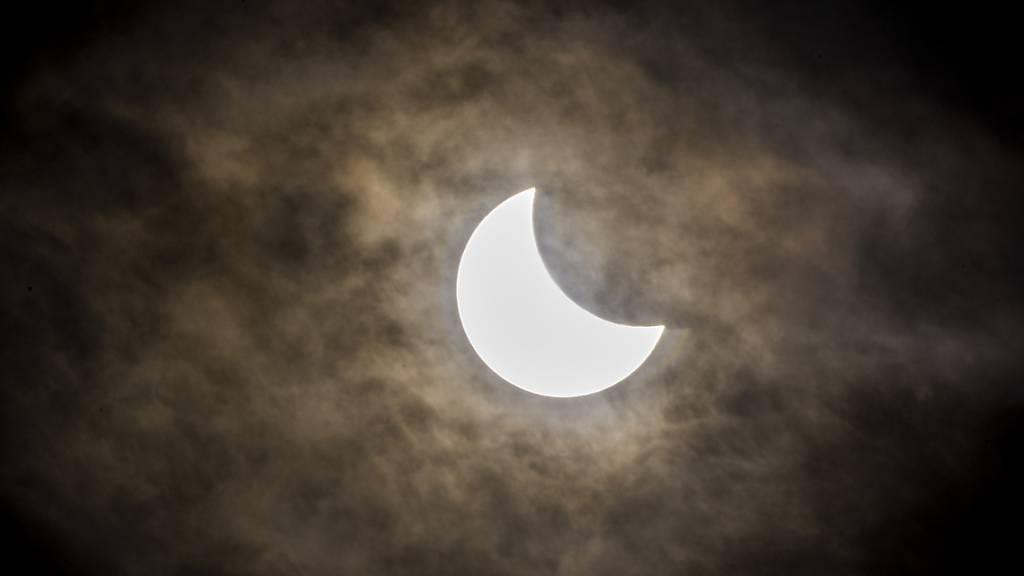 Heute verdunkelt sich die Sonne - zumindest ein bisschen