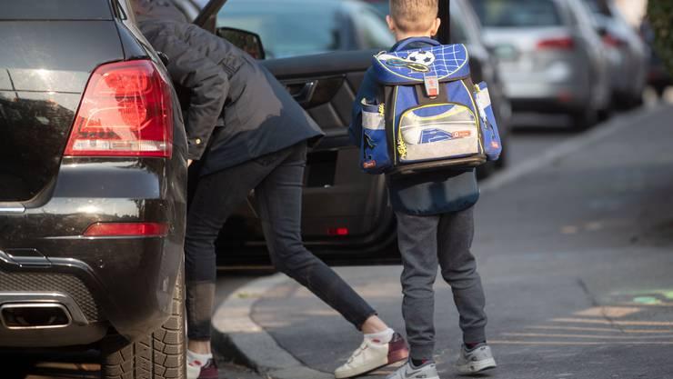 Elterntaxis führen zu mehr Verkehr. Das gefährdet Schulkinder zusätzlich.