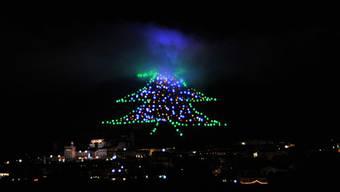 """Der grösste """"Weihnachtsbaum"""" der Welt in Gubbio (Archiv)"""