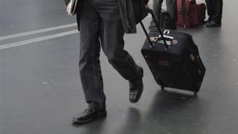 Bei der Gepäckkontrolle entstand der Verdacht, dass die beiden Brasilianer in ihren Koffern, versteckt in doppelten Böden, Kokain schmuggeln könnten. (Symbolbild)