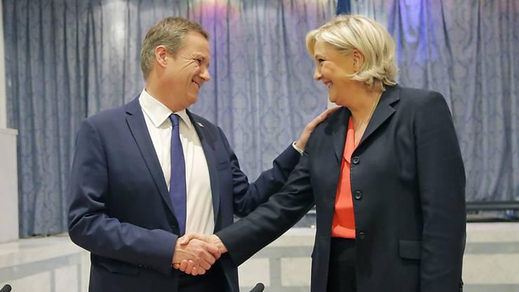 Im ersten Wahlgang Konkurrenten, im zweiten Verbündete: Marine Le Pen (r.) und Nicolas Dupont-Aignan.