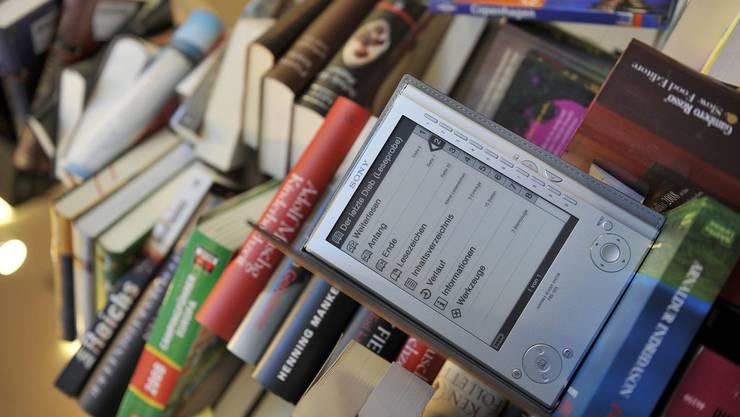 Die Pestalozzi-Bibliothek Zürich will künftig auch elektronische Medien zur Ausleihe anbieten.