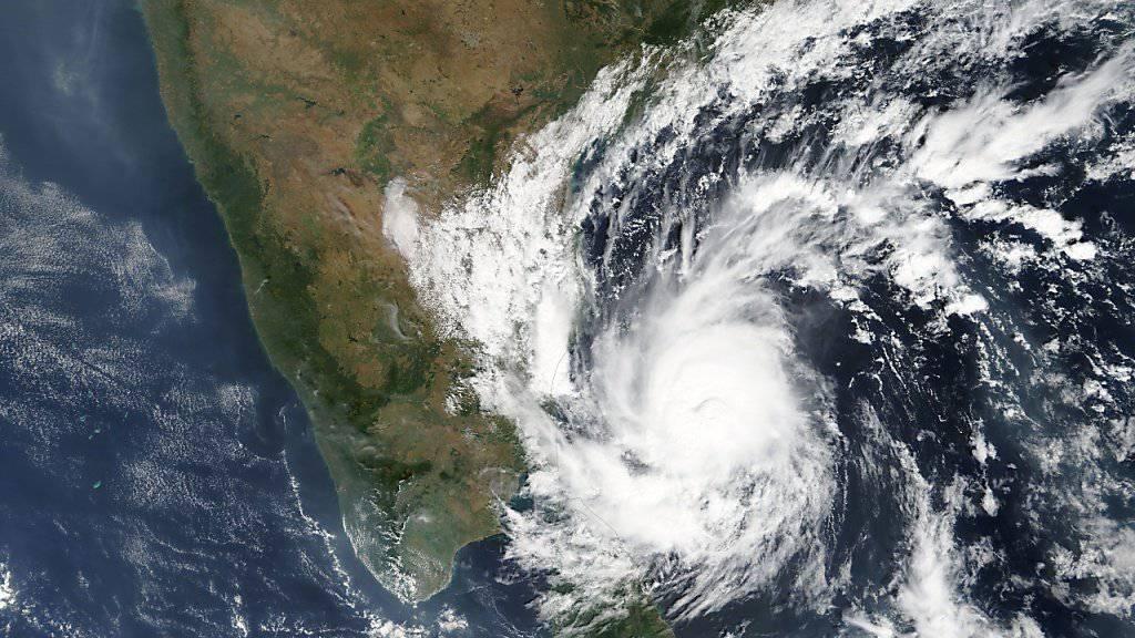 Der Wirbelsturm «Gaja» auf Satellitenbildern. Am Boden sorgte er für tödliche Unwetter mit mehreren Toten.
