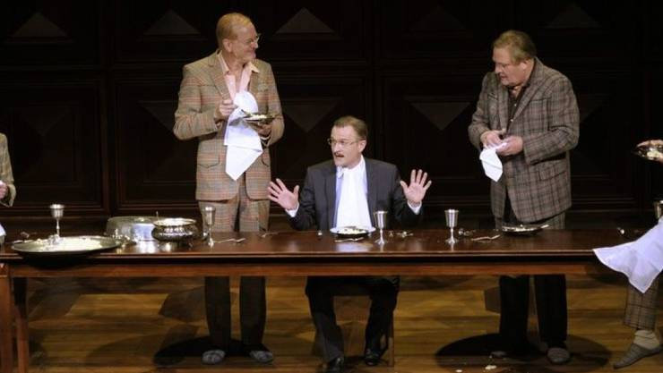 """Jörg Schröder (3. v. links) spielte 2010 am Theater Basel in der Inszenierung """"Die Panne"""". (Archiv)"""