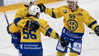 Die Davoser jubeln über die Wende gegen Zug und fügen dem EVZ die erste Niederlage in den diesjährigen Playoffs zu