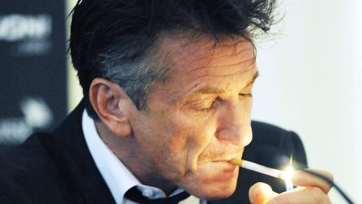 Der Schauspieler und Regisseur Sean Penn - hier 2011 auf dem Zurich Film Festival - raucht gern und viel. Zu viel, fand der Talk-Master Stephen Colbert und bat den Gast, das Rauchen während der Show einzustellen. Es sei doch nur eine Arbeitsbeschaffungsmassnahme für Onkologen, maulte Penn.