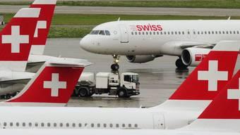 Flugzeuge der Swiss auf dem Flughafen Zürich Kloten (Symbolbild)