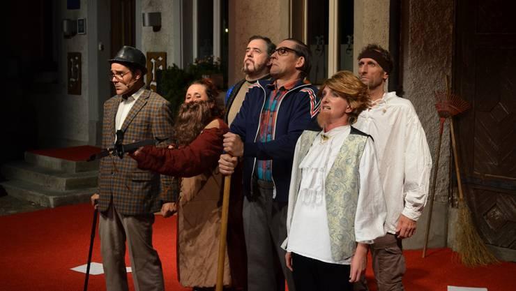 Ruedi, Tell, Volker Schmidt, Heinz, Menf Rhyner und Shakespeare wollen schwören; worauf ist unklar.