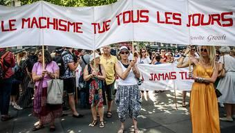 Zahlreiche Menschen haben in Paris gegen Gewalt gegen Frauen demonstriert. Seit Anfang Jahr sind mehr als 70 Frauen in Frankreich von ihrem Partner oder Ex-Partner getötet worden.