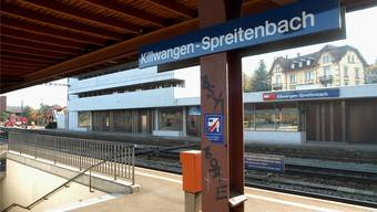 Auf die Perrons am Bahnhof gelangt man nur via Treppe.