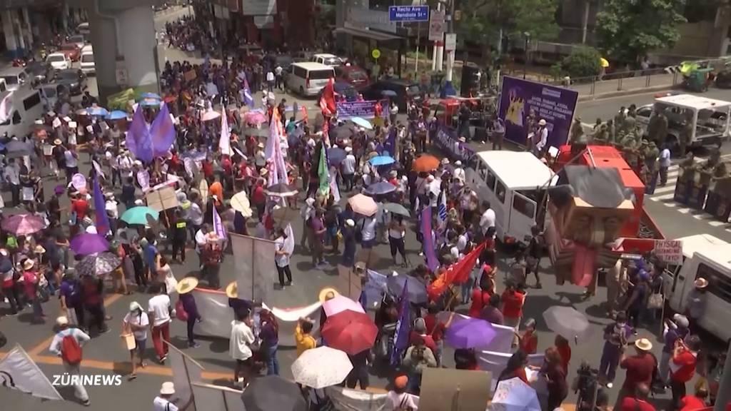 Internationaler Frauentag: Frauen machen auf ihre Anliegen aufmerksam