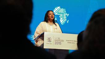 Die WTO-Verhandlungen gehen am Samstag weiter. Kenias Handelsministerin Amina Mohamed richtet das Wort an die Delegierten. (Archiv)