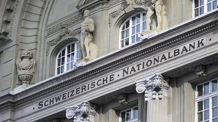 Die Schweizerische Nationalbank hat im ersten Halbjahr 2015 einen massiven Verlust eingefahren. (Archiv)
