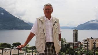 Gustav A. Lang geniesst bei sich zu Hause einen schönen Blick auf den Lago Maggiore.