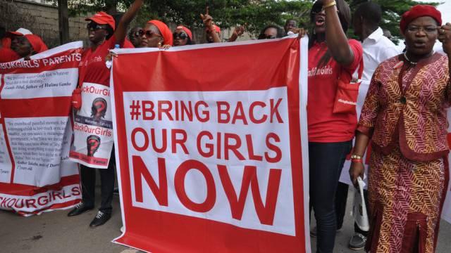 Wütende Frauen fordern die nigerianische Regierung zum Handeln auf