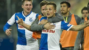 Hopper Abrashi (m.) jubelt nach seinem Treffer gegen St. Gallen.