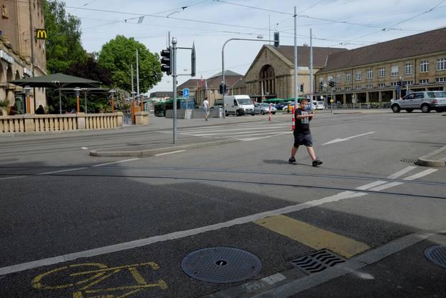 Gefährlicher Schulweg: Primarschüler müssen diese Strasse mehrmals täglich überqueren.