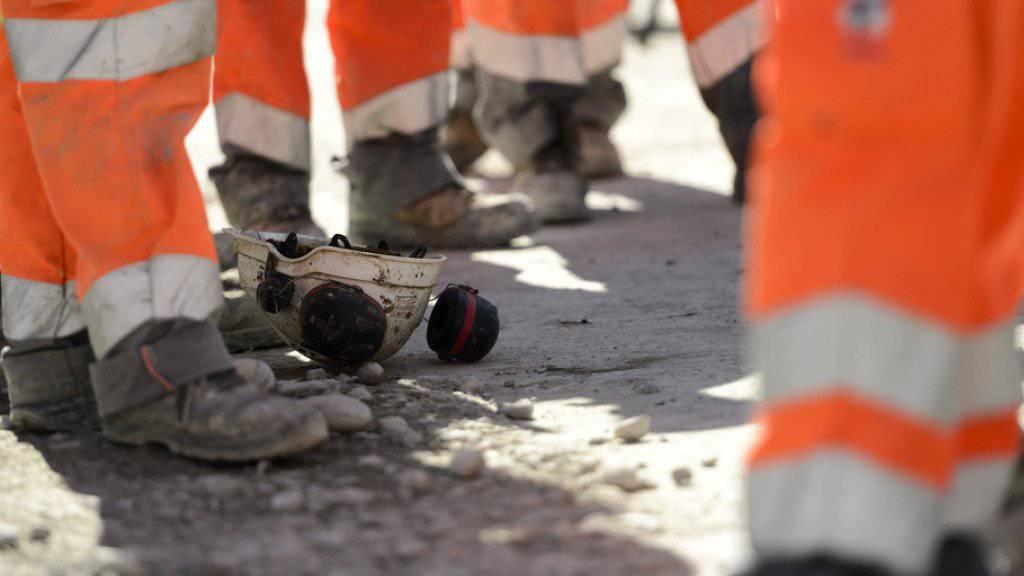 Die Gewerkschaften drohen mit Aktionen wie verlängerten Pausen und Streiks auf dem Baugewerbe.