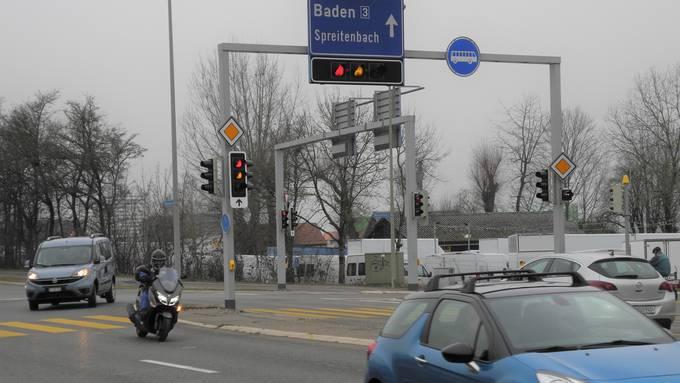 Künftig wird man auf einer zweiten Spur von der Mutschellenstrasse in die Überlandstrasse abbiegen können.