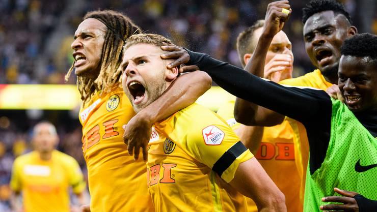 Jubel bei den YB-Spielern: Die Berner gewinnen das Auftaktspiel gegen Basel 2:0.