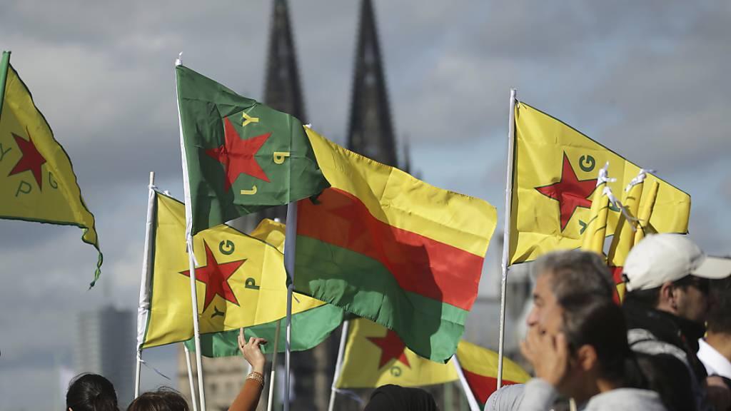 In ganz Deutschland demonstrierten Tausende Menschen gegen die türkische Offensive in den syrischen Kurdengebieten. Allein in Köln waren es 10'000.