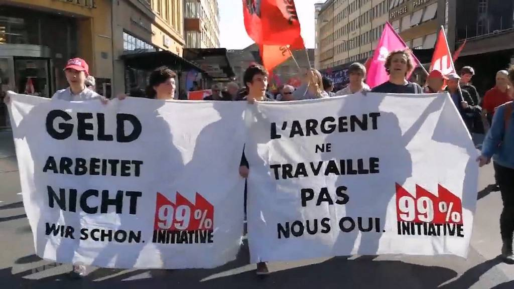 1. Mai: Hunderte demonstrieren am Tag der Arbeit