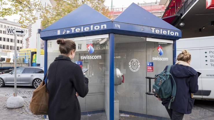 ...die Publifone der Swisscom – wie jene am Barfüsserplatz.