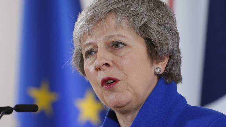 Nach der Zustimmung der 27 verbleibenden EU-Staats- und Regierungschefs am Sonntag in Brüssel hat die britische Premierministerin Theresa May um Unterstützung in London für den Brexit-Deal geworben.