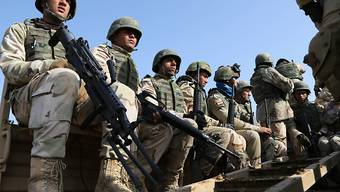 Irakische Soldaten bei einer Übung. Nach Armeeangaben platziert die irakische Armee Truppen in der Nähe von Mossul, um die Stadt von der Terrormiliz IS zurückzuerobern. (Archiv)