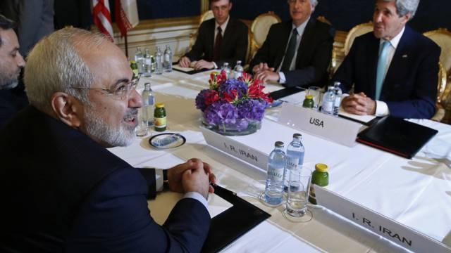 Gespräche stocken auf der Zielgeraden: Sarif (l.) und Kerry (r.)