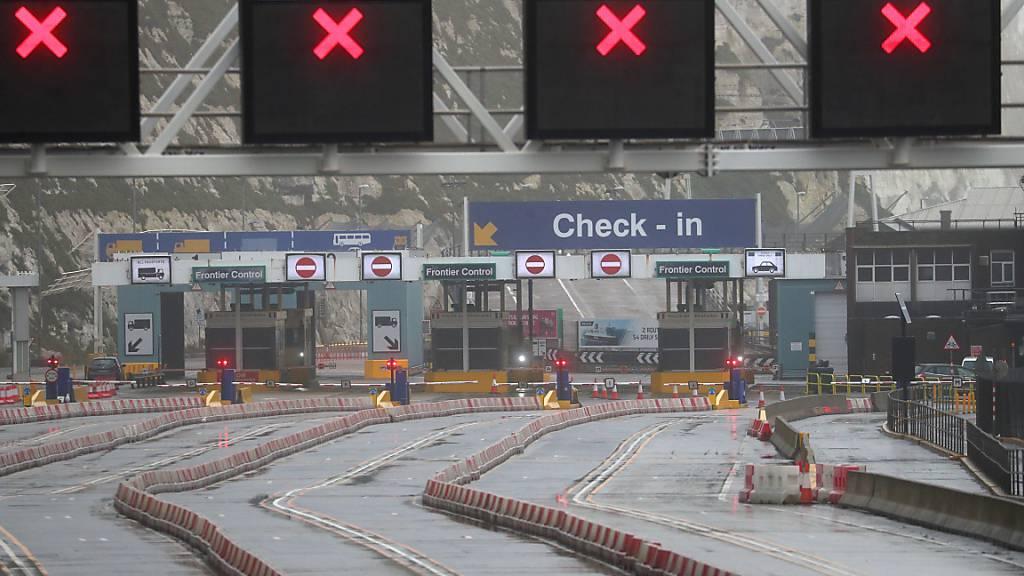 Alle Check-in-Spuren im Hafen von Dover sind gesperrt. Foto: Steve Parsons/PA Wire/dpa