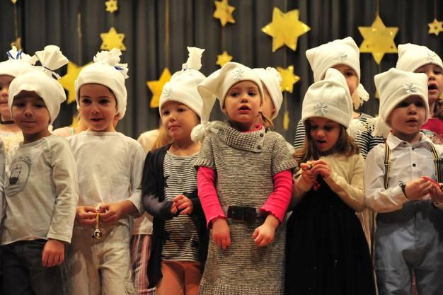 Die Kindergartenkinder verzückten mit ihrem Glögglispiel.
