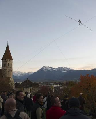 Begeisterung bei den Zuschauern: Freddy Nock auf dem Hochseil über Thun.