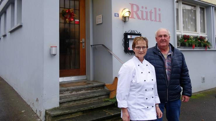 Marianne und Thomas Haller vor dem Restaurant Rütli: «Die Baubewilligung beinhaltet nur die Umnutzung des Schöpfli».
