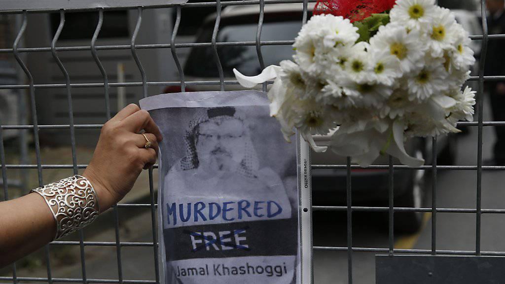 Als Reaktion auf die Tötung des Journalisten Jamal Khashoggi haben die USA und Grossbritannien erste Sanktionen gegen Saudi-Arabien verhängt.