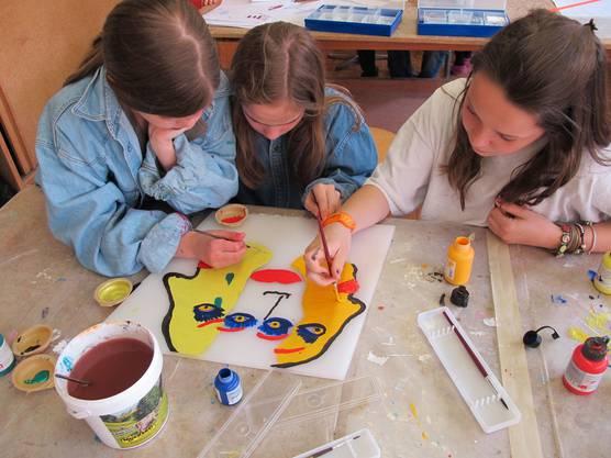 Teamwork für die Verschönerung des Schulhauses
