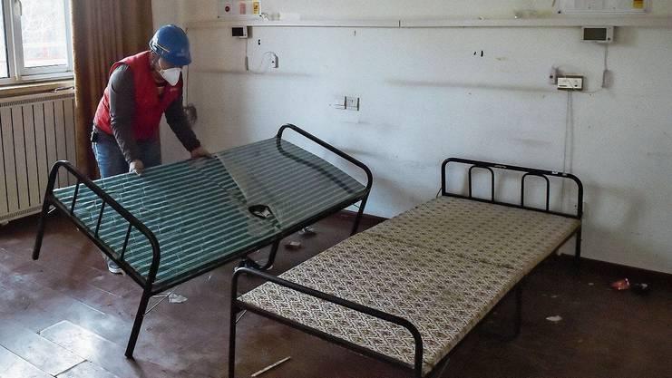 Kahle Wände und Feldbetten: Auf Luxus müssen die Patienten verzichten.