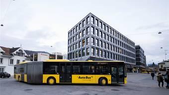 Um wie viel günstiger die AAGL (und auch die BLT) die von ihr betriebenen Buslinien künftig anbieten muss, ist nicht klar. (Archiv)