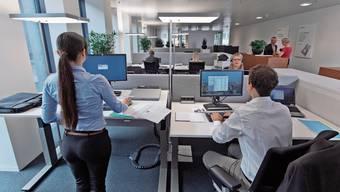 Trotz kurzzeitigen Entlassungsstopps steigt die Zahl der Arbeitslosen im Bankensektor.