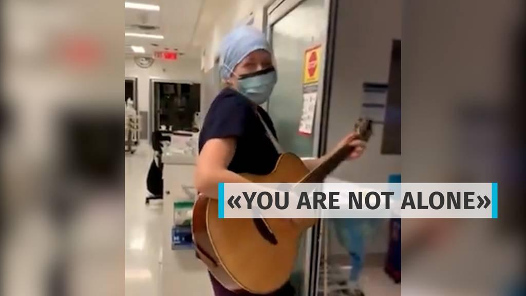 «You are not alone»: Singende Pflegerin rührt alle zu Tränen